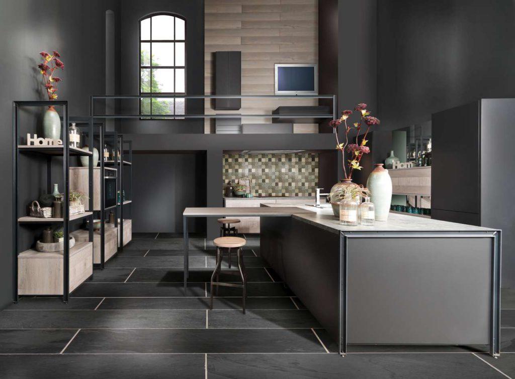 """Die Küchentheke führt zu einer funktionalen Kompaktheit der Arbeitsabläufe in der modernen Küche und ist ebenfalls eine """"Made in Germany""""-Erfindung. Foto: AMK"""