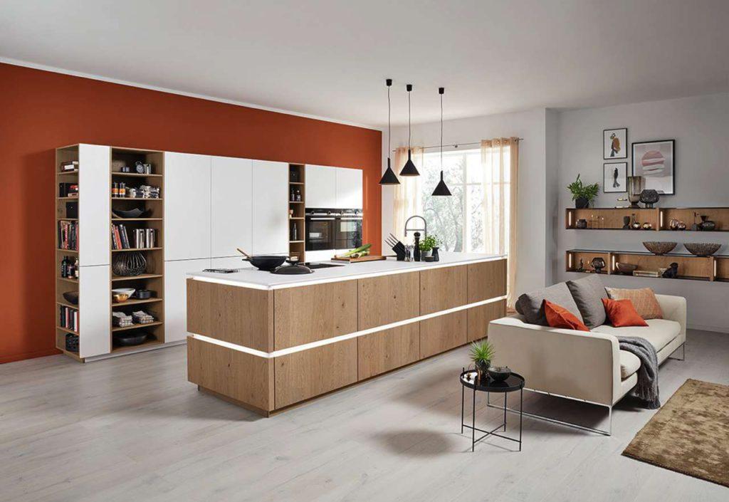 Offen gestaltete Küchen sind im Neubau in Deutschland sehr beliebt. Sie haben einen stark kommunikativen Charakter. (Foto: AMK)
