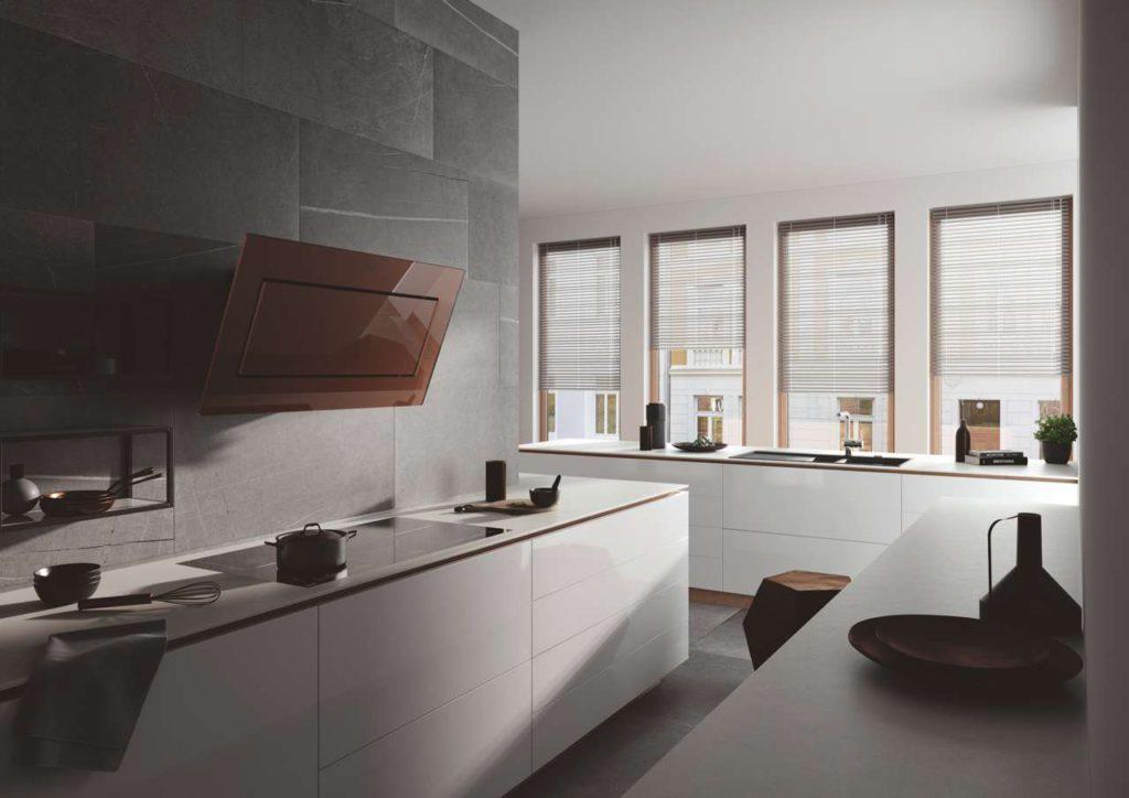 Die Kopffreiheitshaube Mythos ist als kupferfarbene Variante ein unübersehbarer Blickfang in jeder Küche. Foto: Franke GmbH