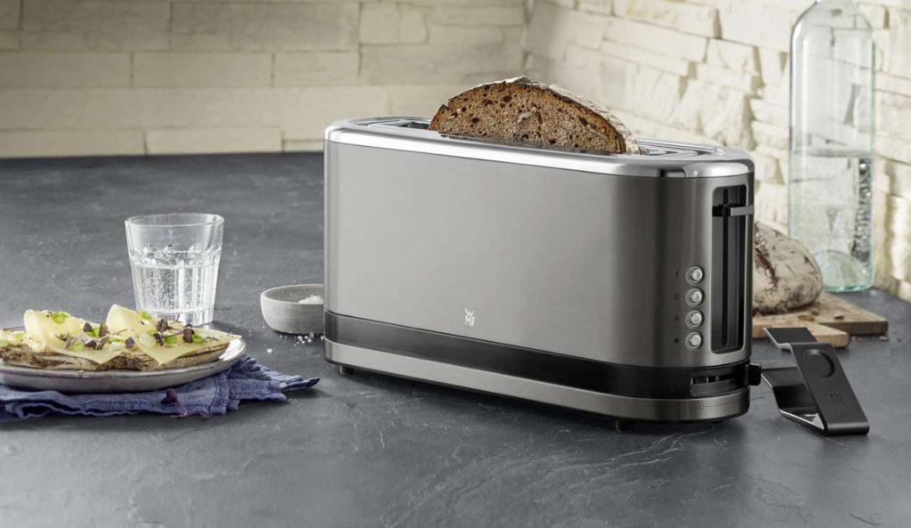 Langschlitz-Toaster der KÜCHENminis-Serie in der Trendfarbe Graphit. Foto: WMF