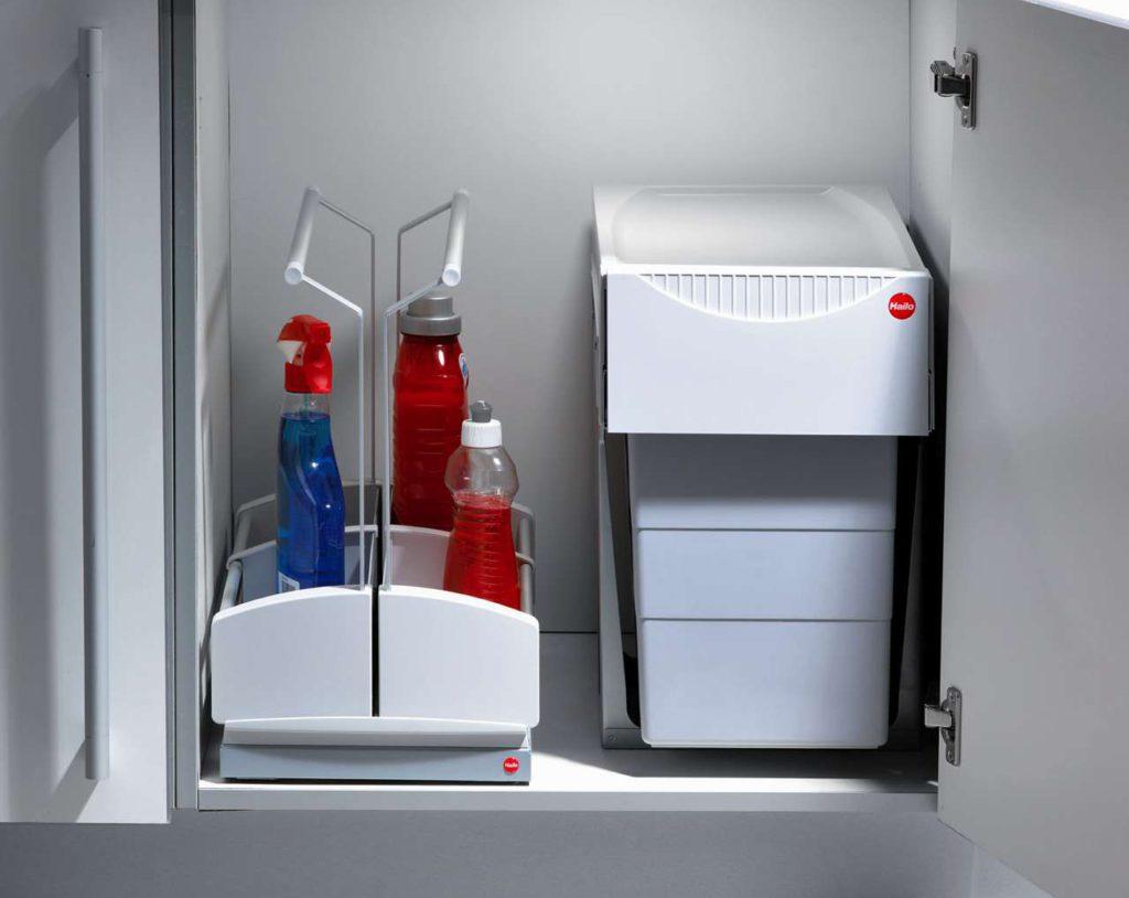 Der Carry eignet sich hervorragend zum Aufbewahren von Putzmitteln und Reinigungsutensilien im Spülenunterschrank. Foto: Hailo-Werk