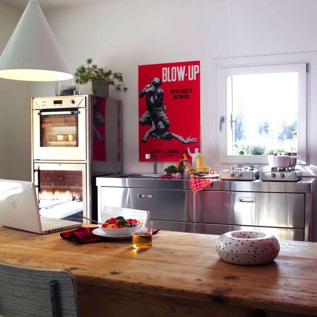 Unabhängigen Edelstahl-Küchenelementen können je nach Geschmack kombiniert werden. Foto: Alpes-Inox