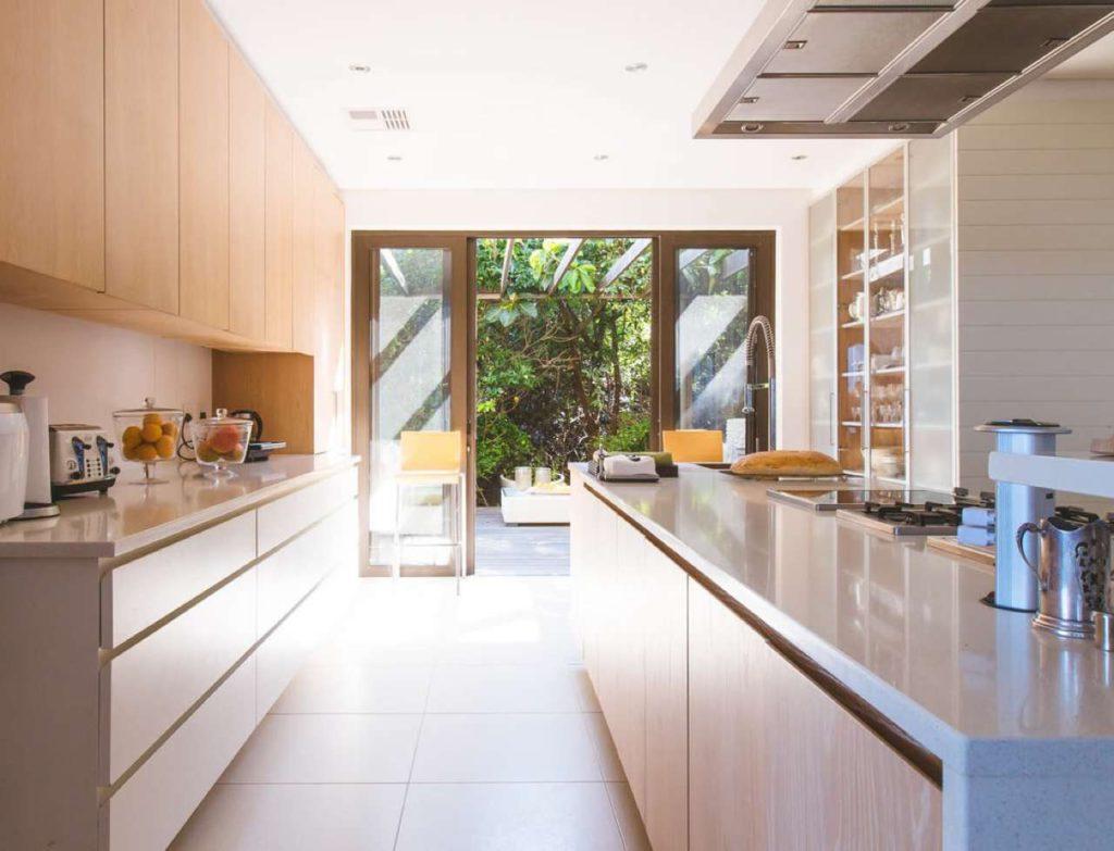 Für ein stimmiges Gesamtbild der Küche sollte man auch auf die Accessoires achten. Foto: unsplash.com/Jason Briscoe