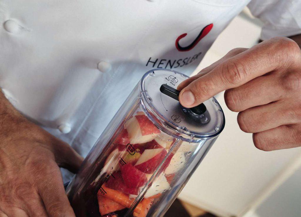 Erzeugtes Vakuum erhält dreimal mehr wertvolle Antioxidantien und Nährstoffe. Foto: Krups