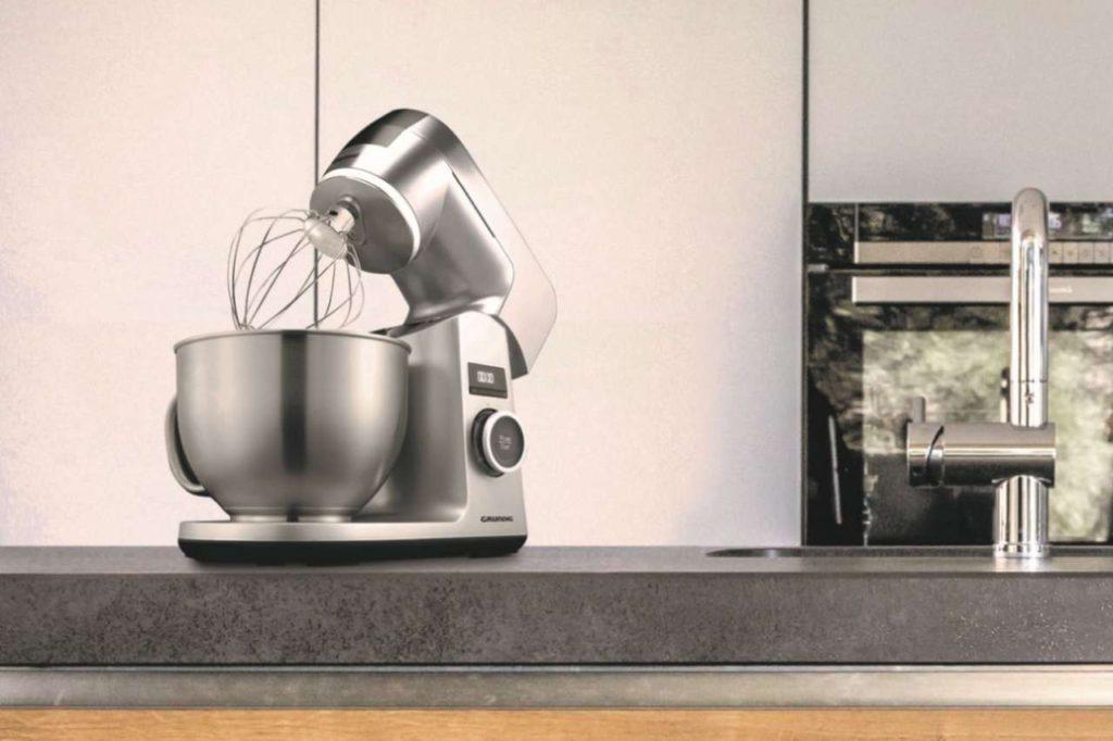 Hochwertiges Design, umfangreiches Zubehör und das gewisse Extra an Funktionen machen die Küchenmaschine zu einem echten Highlight. Foto: © Grundig Intermedia GmbH