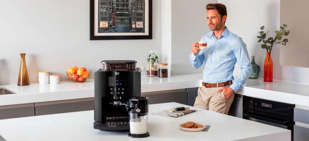 Mit dem One-Touch-Cappuccino-Vollautomaten Arabica Latte bringt Krups ein wertiges Gerät auf den Markt, das hervorragendes Kaffeearoma und feinporigen Milchschaum liefert und einfach zu bedienen ist. Foto: Krups
