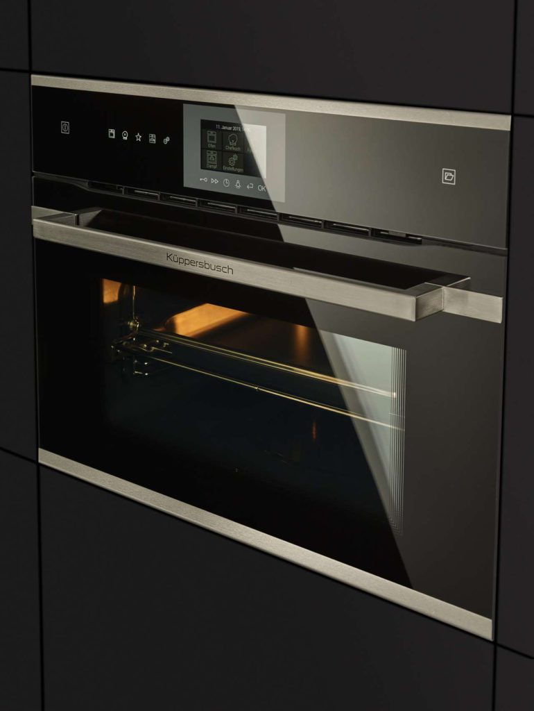 Der neue Kompakt Backofen mit integriertem Dampfgarer von Küppersbusch ist in Schwarz, Weiß oder Grau erhältlich. Foto: Küppersbusch