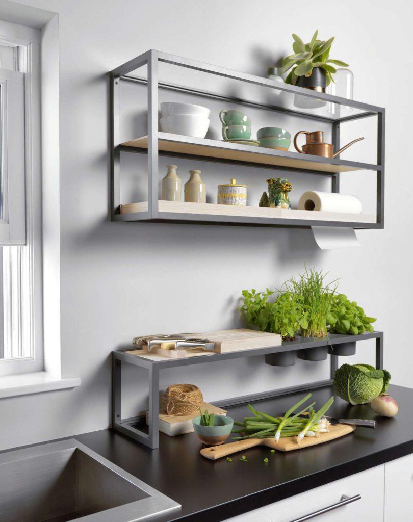 Das ewe Komfort Shelf passt perfekt zum angesagten Industrial Look. Foto: ewe Küchen