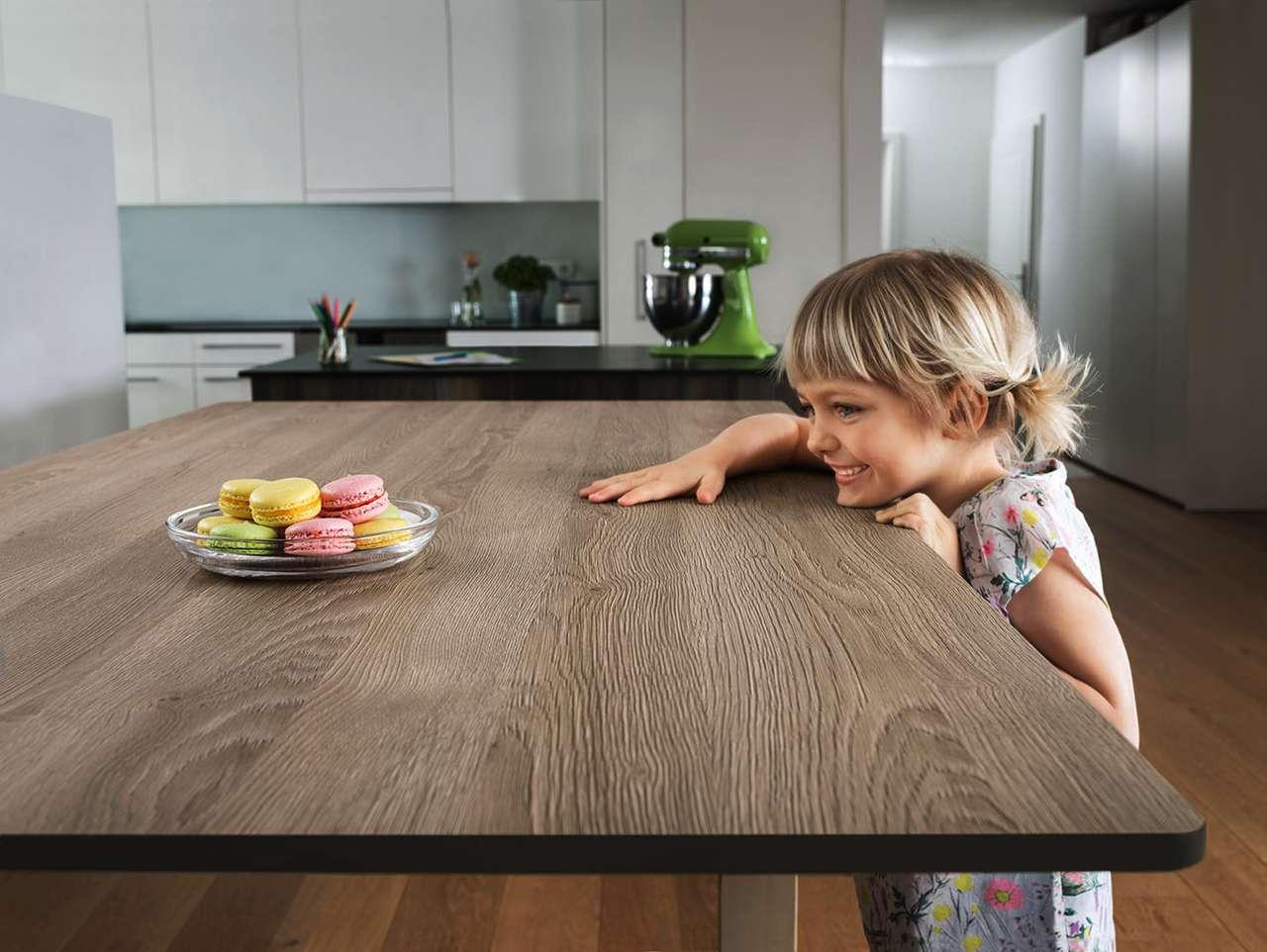 b trendigen grautonen eine arbeitsplatte in sehr authentisch und wohnlich wirkender massivholz optik wie hier klassisch geplankt im trendmaterial no