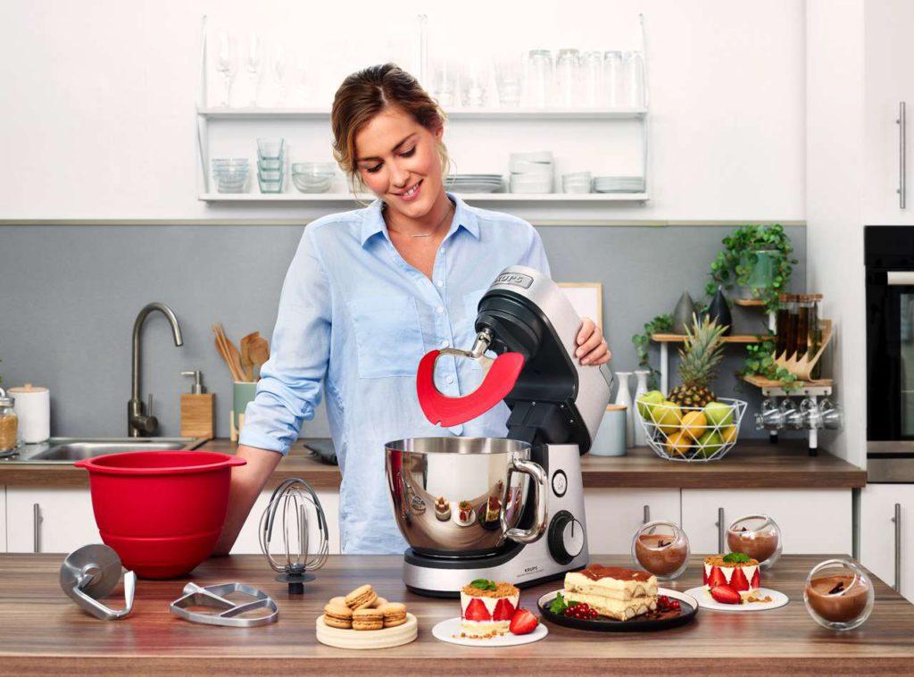 Mit dem neuen Delica'Tool kann das Unterheben von Eischnee oder Früchten der Küchenmaschine zu überlassen werden. Foto: Krups