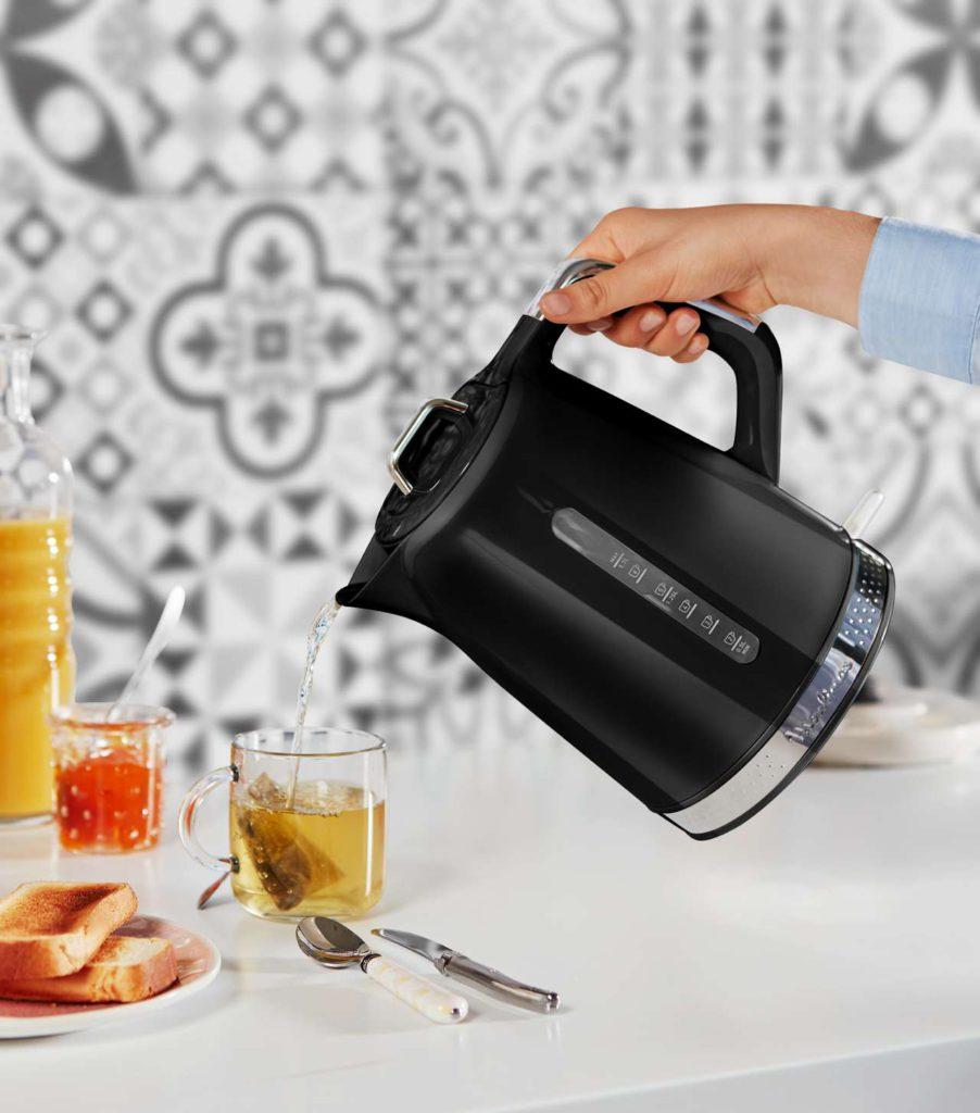 Über großzügige 1,7 Liter Fassungsvermögen verfügt der neue Wasserkocher. Foto: Moulinex