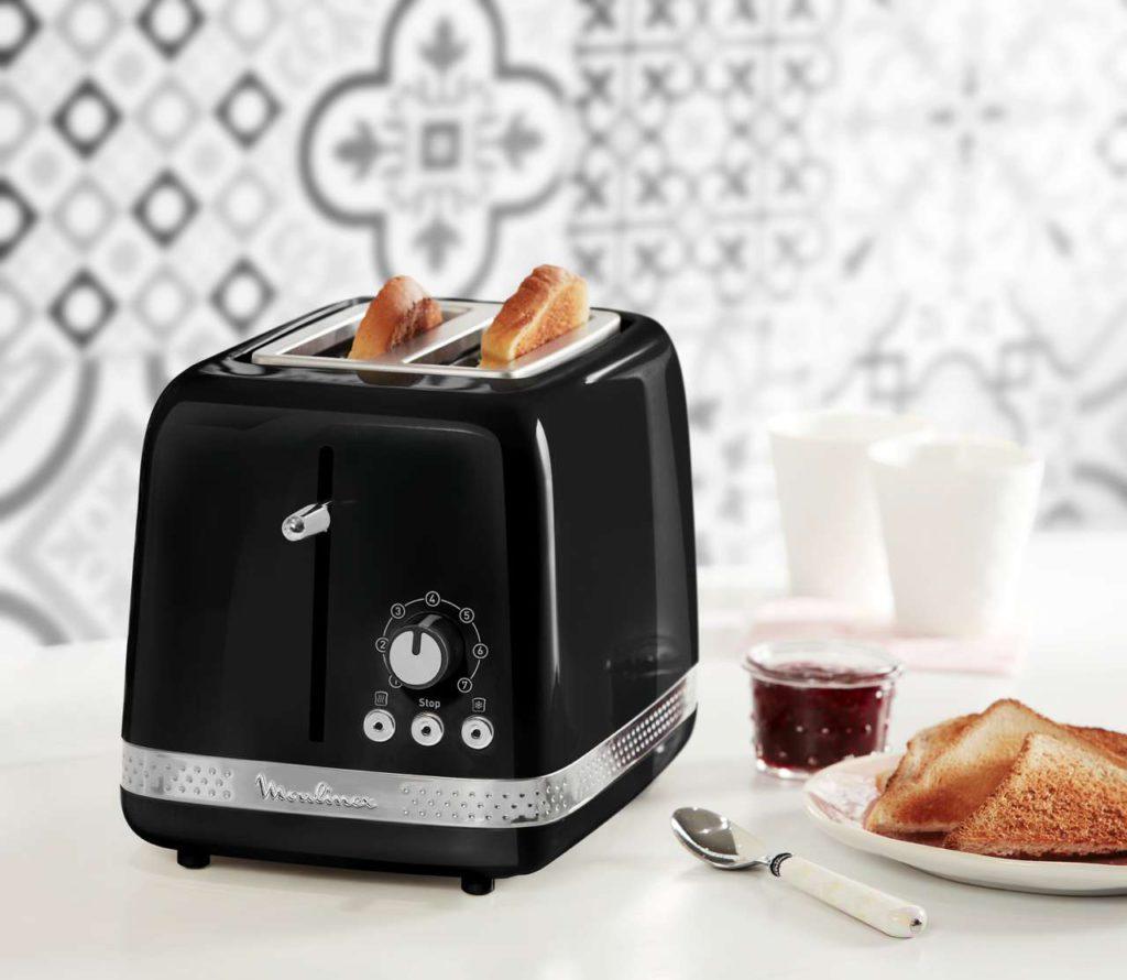 3 Funktionstasten: Stopp, Auftauen und Erwärmen stehen bei diesem Toaster zur Verfügung. Foto: Moulinex