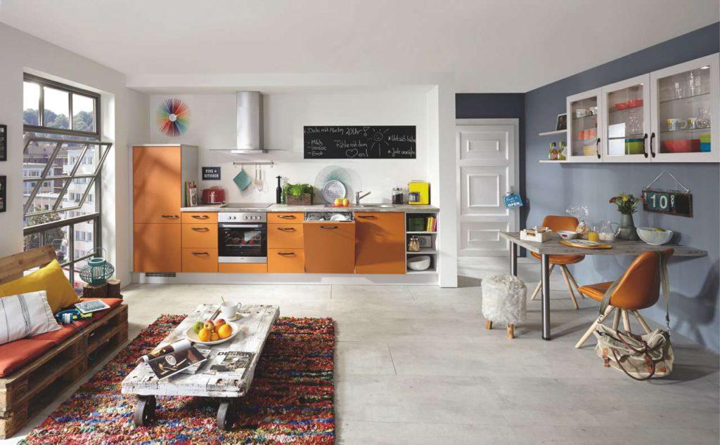 Ein Couchtisch aus einer Europalette bringt einen Hauch Vintage Flair in jede Wohnung. Foto: Küche&Co.