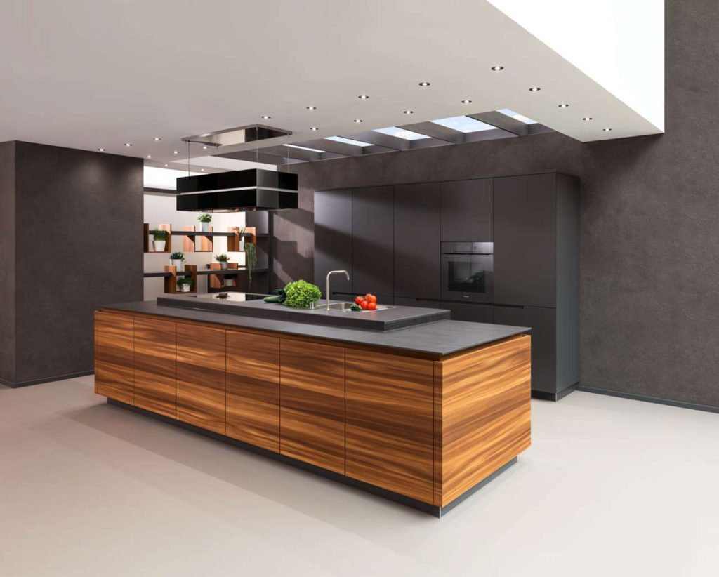 """Der Küchenblock """"Arco"""" überzeugt mit feinem Lärchenfurnier. Foto: IFN/Rempp Küchen"""