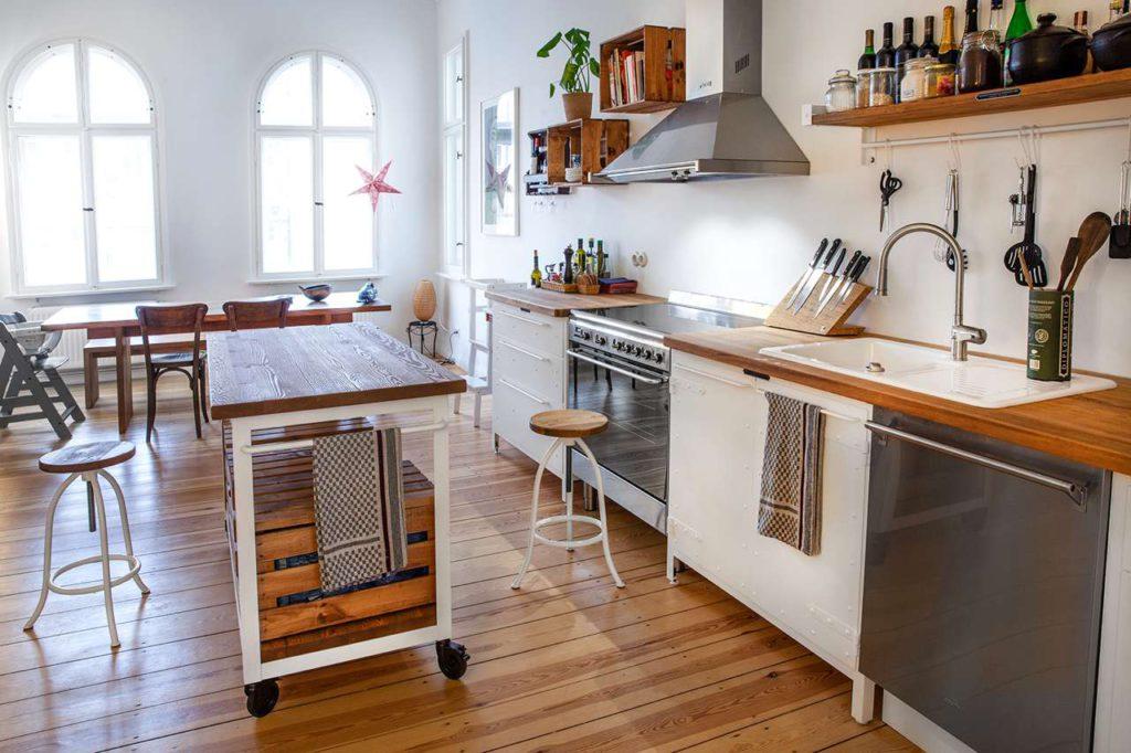 weiße Retro Küche