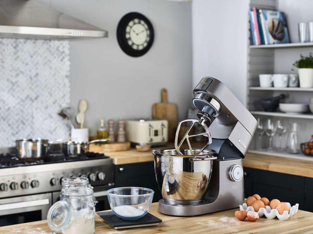 Die Kenwood Küchenmaschine Chef XL Titanium macht sich gut in der Küche. Foto: De'Longhi