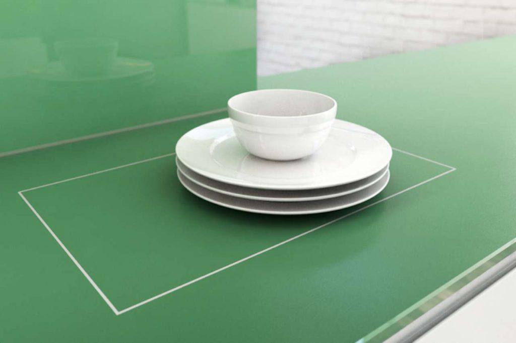 Das Warmhaltefeld ist fugenlos in die Glasplatte integriert und damit leicht zu reinigen und zu pflegen. Bild: Sprinz